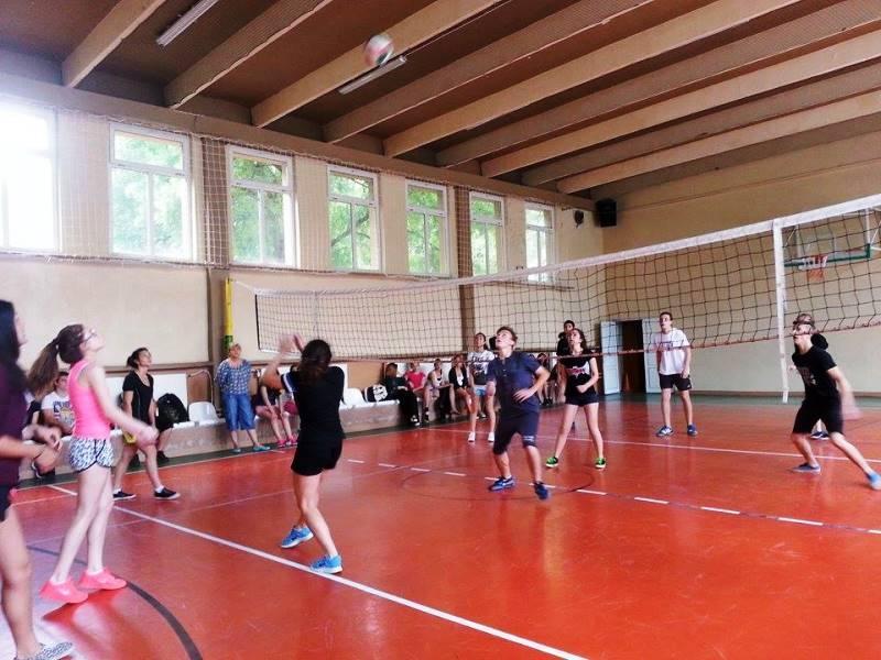 Отбелязахме края на учебната година с волейболен турнир