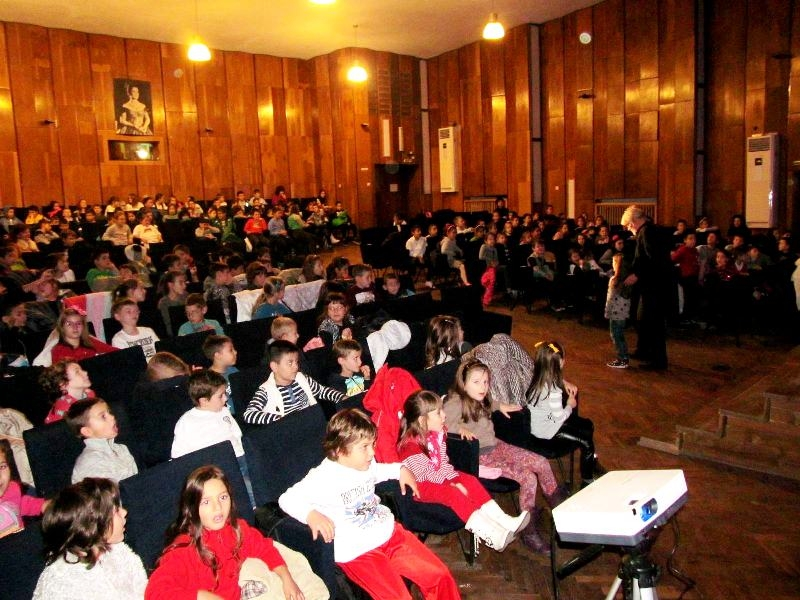 Магарешки работи представи Плевенска филхармония пред малките ученици от Вазов