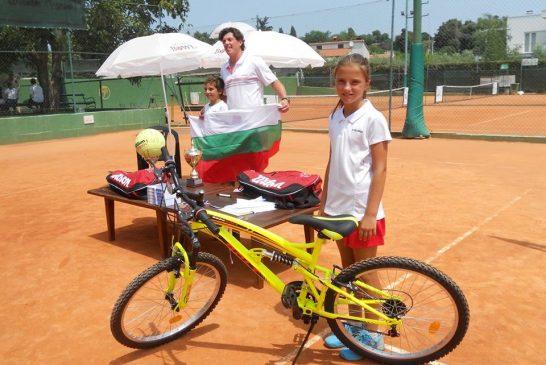 Росица Денчева отново победи в най-силния детски тенис турнир в света