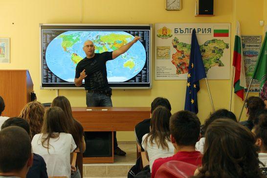 Невероятният пътешественик Росен-Андрей Охеда гостува в училището ни
