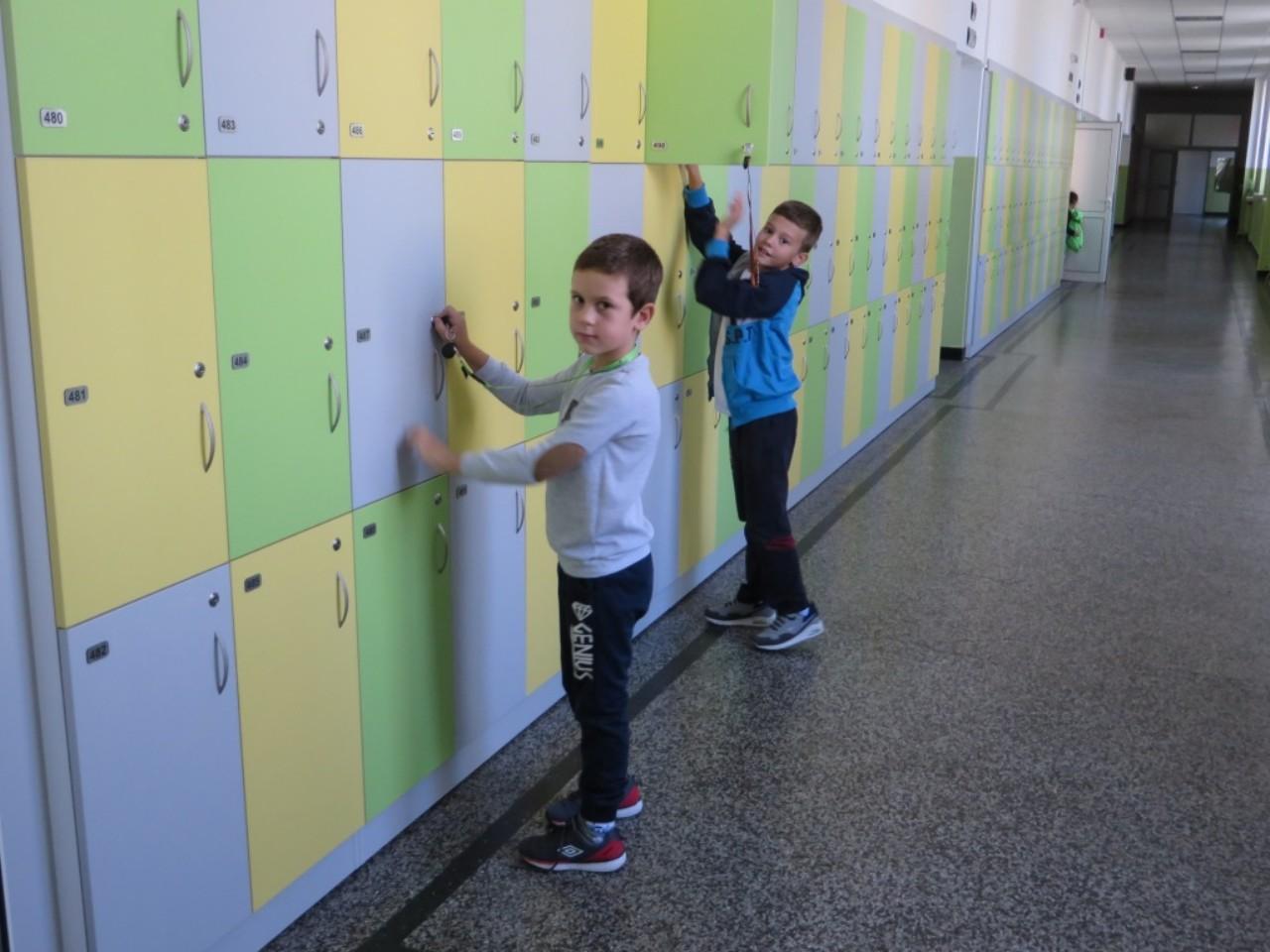 Вазовчета на училище с по-леки раници