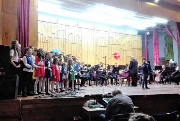 Вълшебството на музиката и таланта – настроение за вазовци